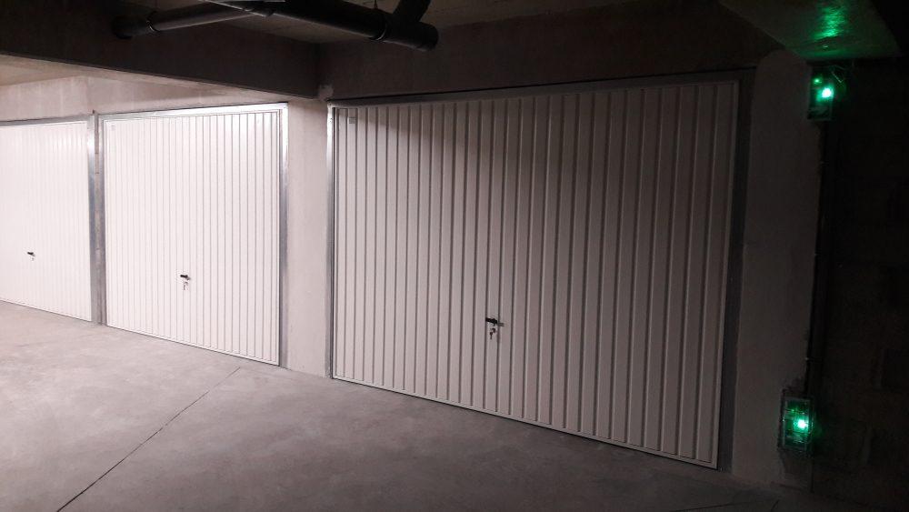Box double 2 portes (avec cloison intérieure et porte de service)